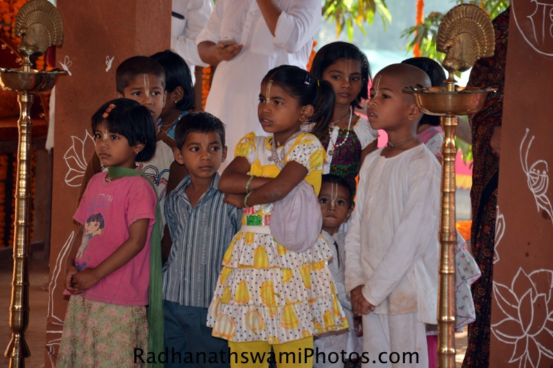 Devotee children at GEV