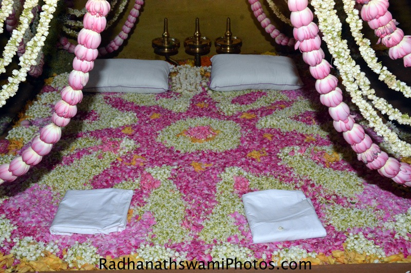 Bed for Radha Vrindavanvihariji