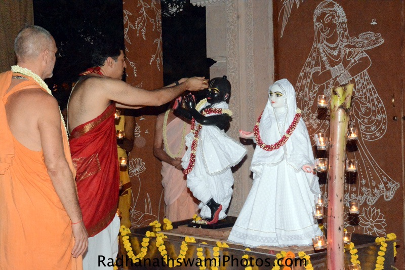 Devotee offering bhoga to Lord