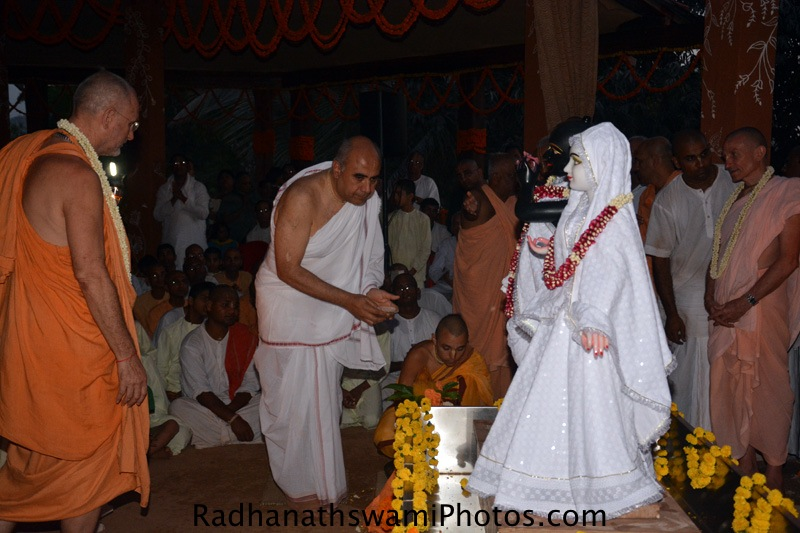 Krishnachandra prabhu offering bhoga to the Lord
