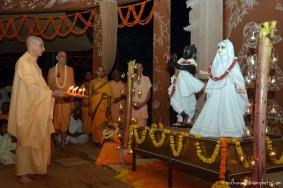 Radhanath Swami worships deities of Radha Vrindavanbihariji
