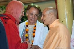 Radhanath Swami speaking to Sacinandana Swami