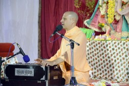 Kirtan by Radhanath Swami at Hampi