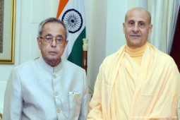 Radhanath Swami gifting Journey Home Book to President