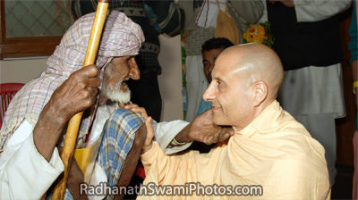 An Elderly Patient Very Fondly Speaks to Radhanath Swami