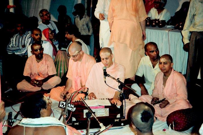 Kirtan by Radhanath Swami Maharaj
