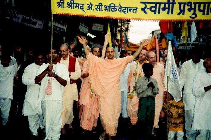 Nagarsankirtan by Radhanath Swami