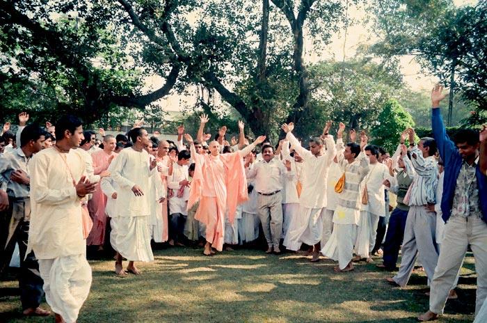 Dancing Kirtan by HH Radhanath Swami Maharaj