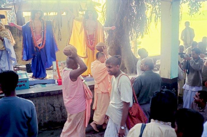 Radhanath Swami during Mayapur Yatra