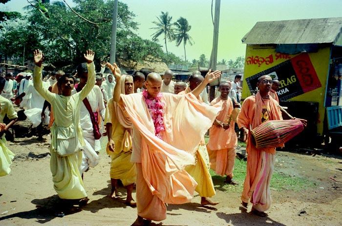 Dancing Kirtan by Radhanath Swami