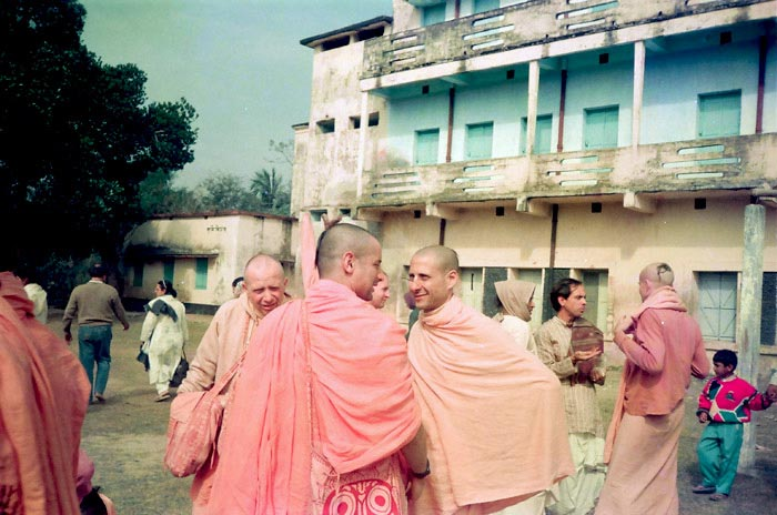 Radhanath Swami talking with his Godbrother