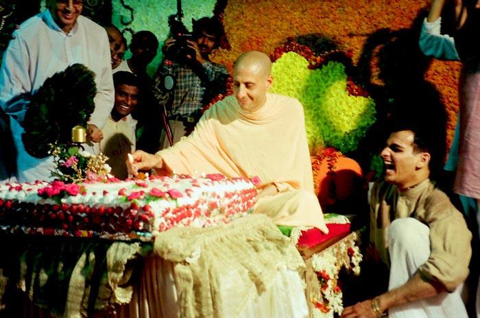 Radhanath Swami cuts Cake