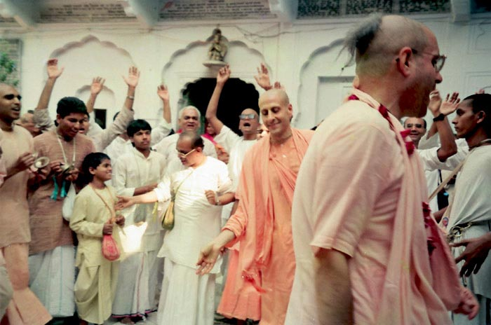 Radhanath Swami Dances with devotees