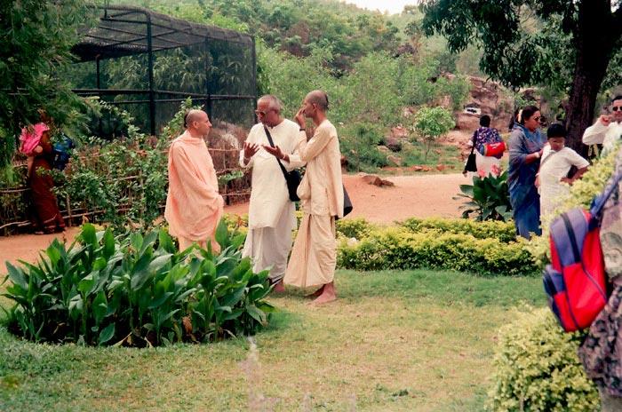 Radhanath Swami Talking to Devotees