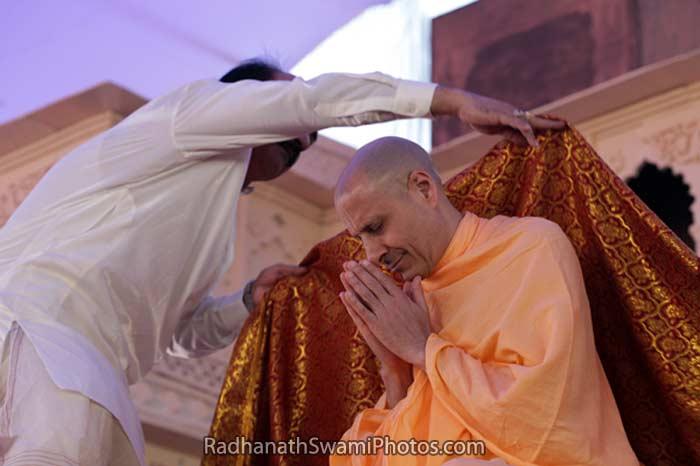 Radhanath Swami Accepting Shawl