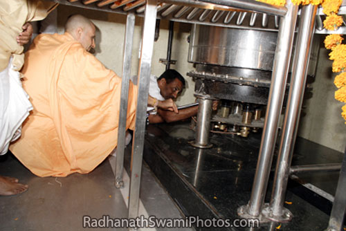 Radhanath Swami At Food Relief Centre