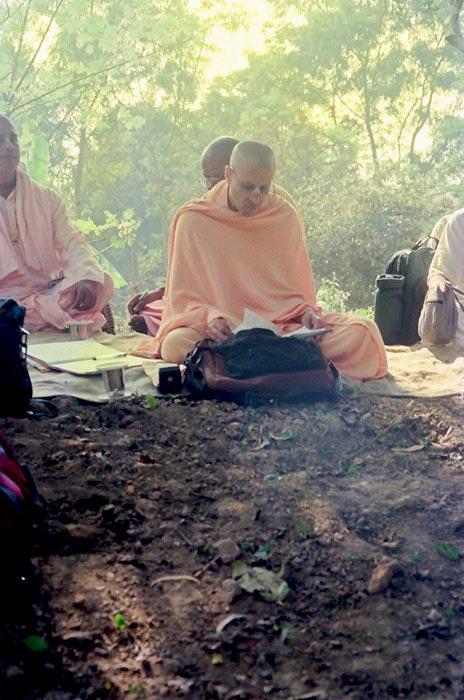 Radhanath Swami Reading Scriptures