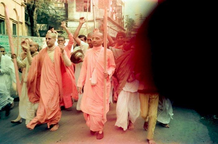 Radhanath Swami in Nagarsankirtan