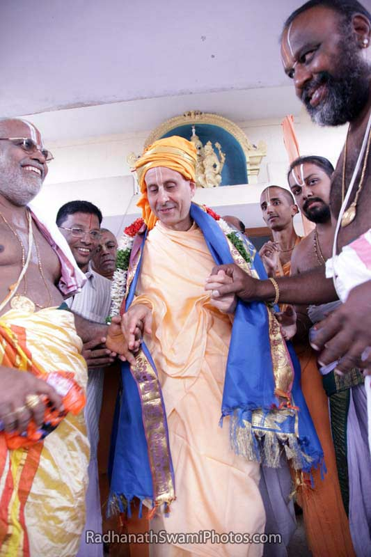 Radhanath Swami with Pujaris of Temple in South India