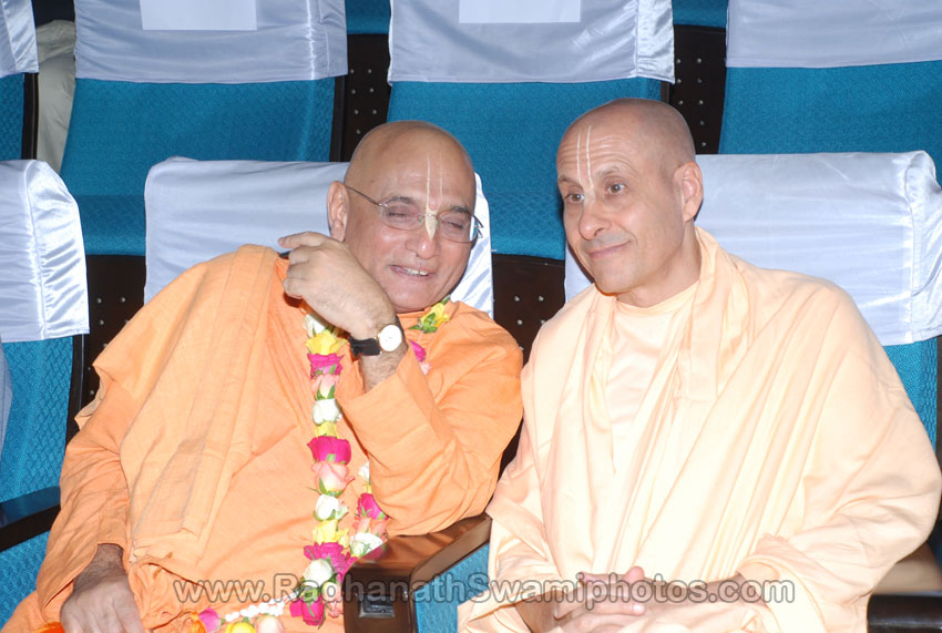 Radhanath Swami with Bhakticharu Swami at Surat Book Launch