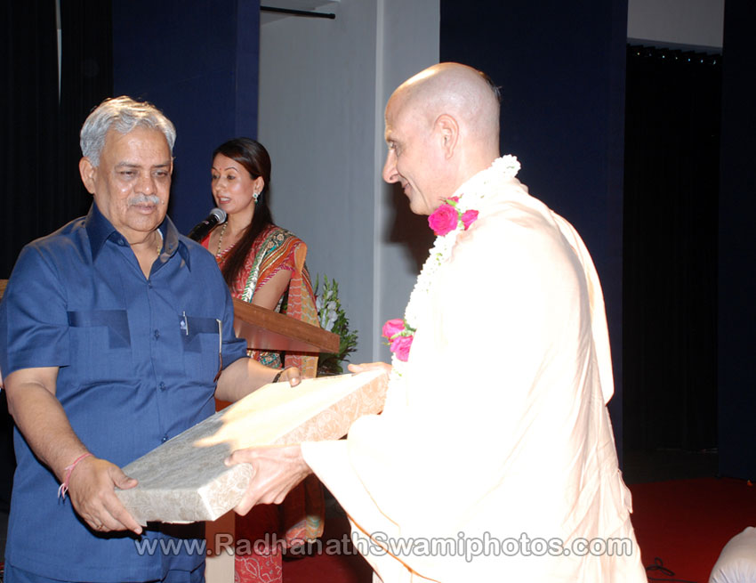 Radhanath Swami in Book Launch of Pele Paarno Pravas