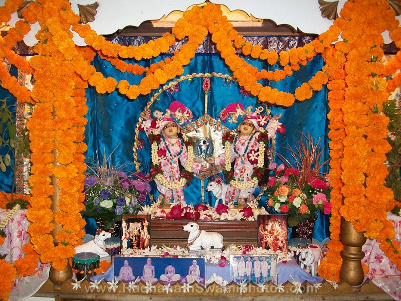 Gaur - Nitai Deities of Govardhan Ashram