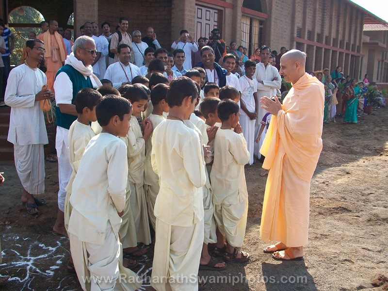 Radhanath Swami with Children of Gurukul at Govardhan Ashram