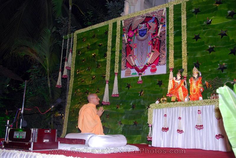Radhanath Swami Praying