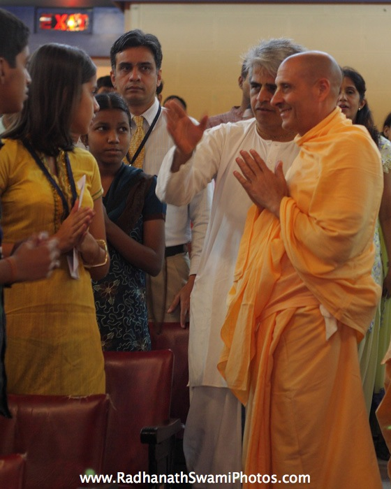 Radhanath Swami Speaking with Participants