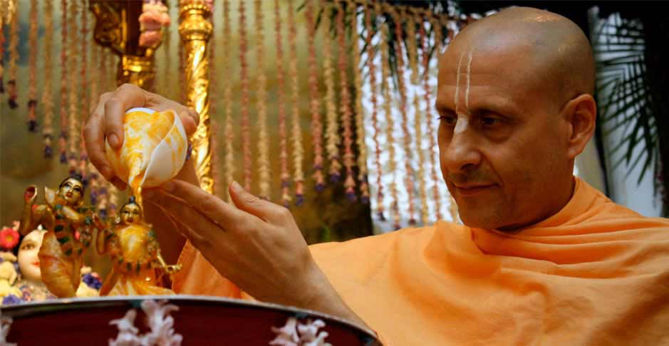 Radhanath Swami Bathing the Lord