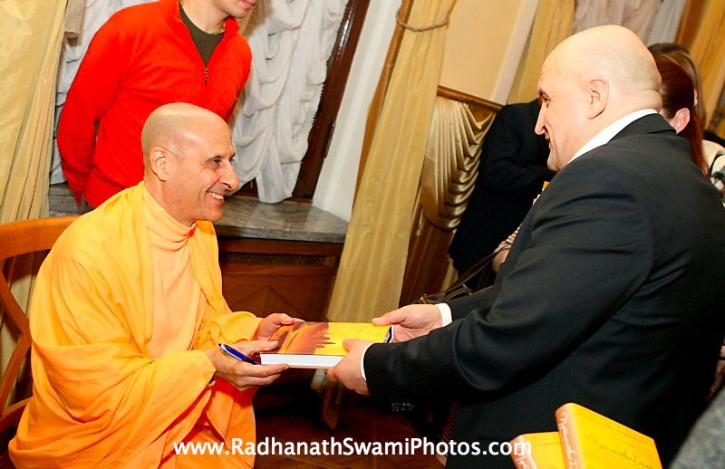 Signing of Journey Home by Radhanath Swami