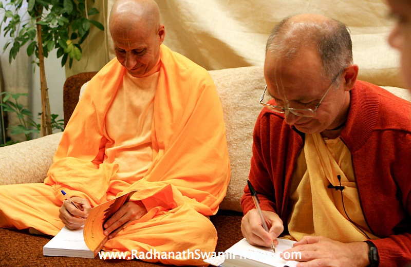 Radhanath Swami and Bhaktivijnana Swami in Moscow