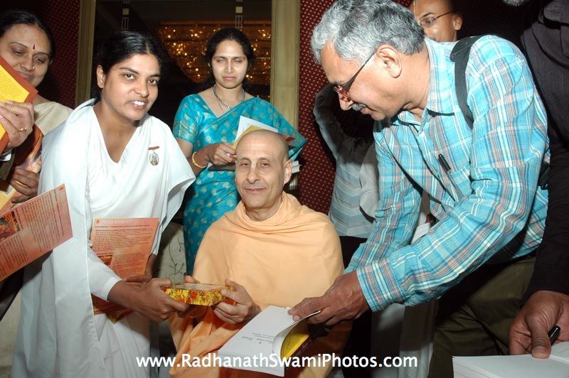 Radhanath Swami Signing his the Journey Home