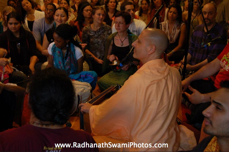 Kirtan by HH Radhanath Swami at New York