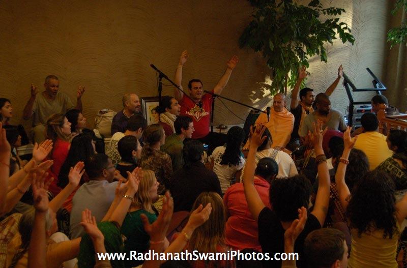 Swami Radhanath - Kirtan