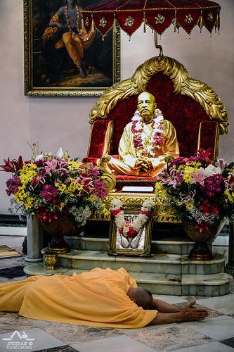 HH Radhanath Swami offering Obesciences to Prabhupada