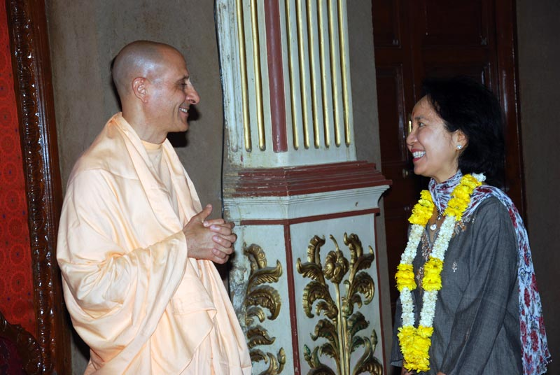 Radhanath Swami with Student of Harvard