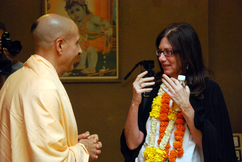 Radhanath Swami Talking with student of Harvard