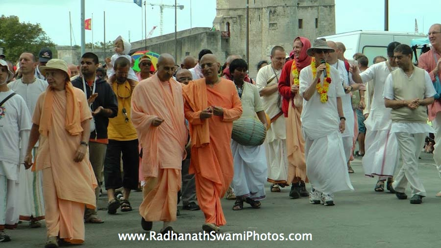 Radhanath Swami and Bhakti Charu Swami during Sankirtan