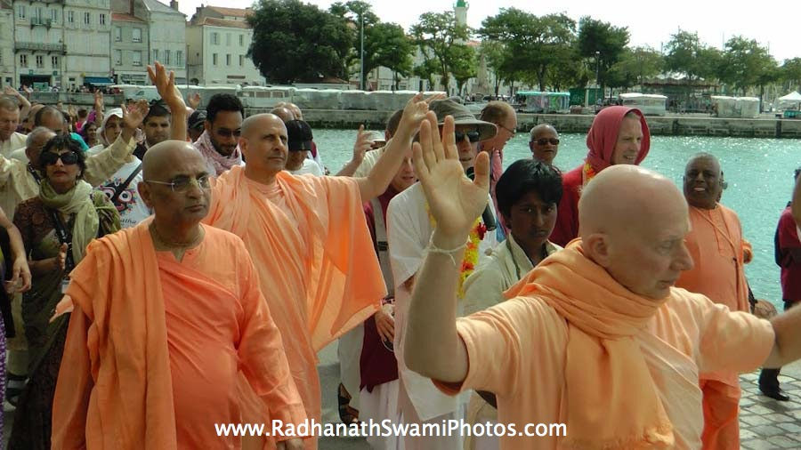 Radhanath Swami dances during Harinaam Sankirtan