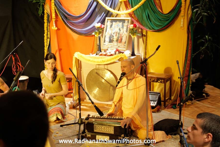 Kirtan by HH Radhanath Swami at Book Store