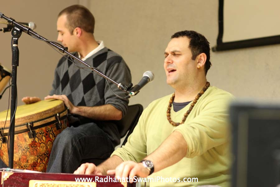 Gauravani Prabhu kirtan at Boston University`