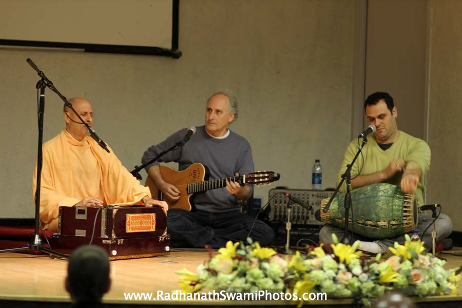 Kirtan by HH Radhanath Swami at Boston University