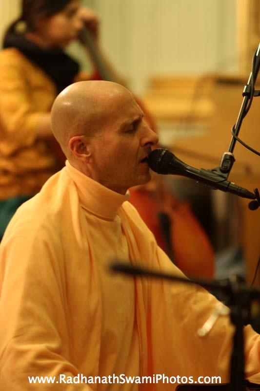Kirtan by Swami Radhanath Maharaj at Elkins Estate