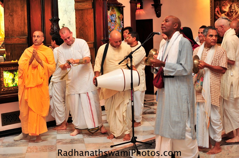 Radhanath Swami praying to Srila Prabhupad during Gurupuja