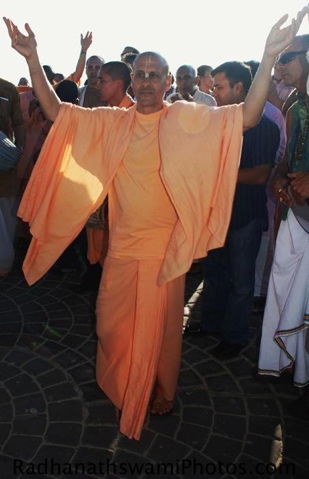 Radhanath Swami dances for a kirtan