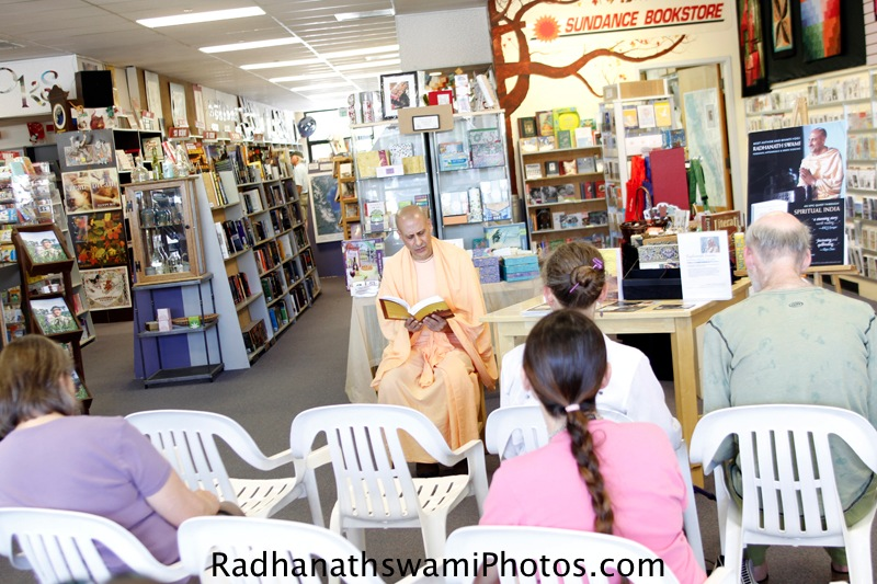 Radhanatha Swami reading his book for Guests