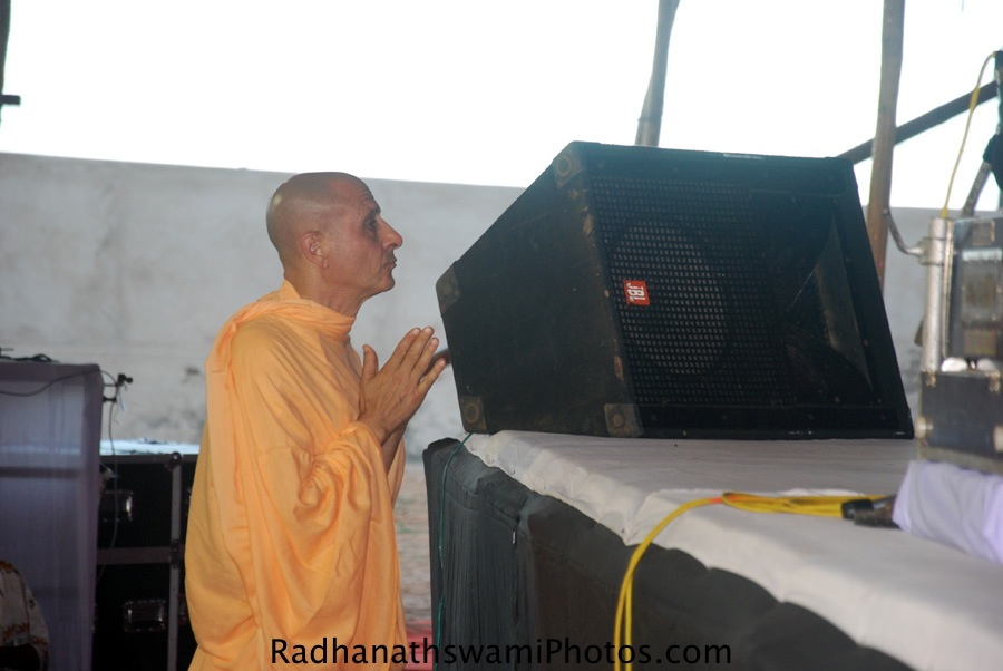 Radhanath Swami Praying to Lord Gaur-Nitai