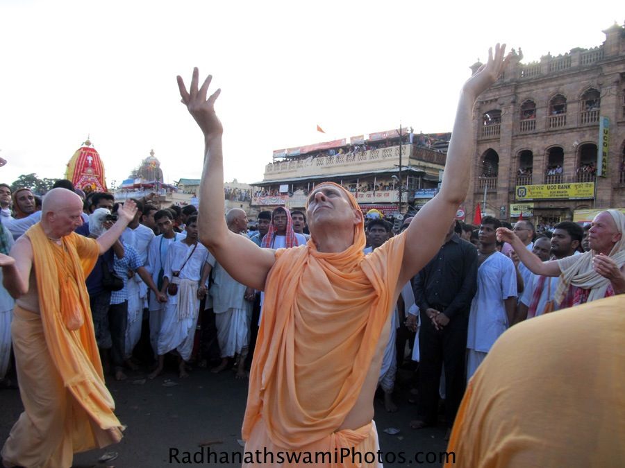 Radhanath Swami and Chandramouli Swami dancing for kirtan