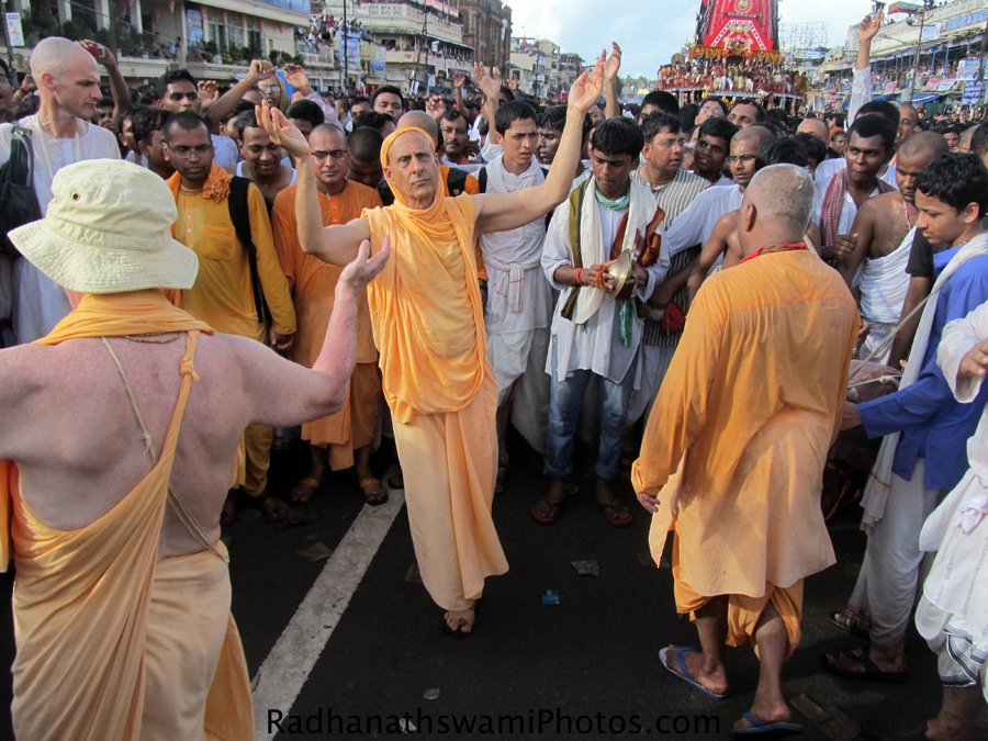 Radhanath Swami and Chandramouli Swami dancing infront of Chariot